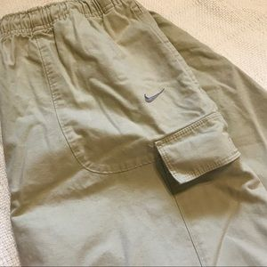 Men's Nike tan/khaki cargo shorts! Size XL!